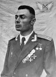 Vasily Petrov - the only officer in the world who fought without both hands Ww2 History, Military History, Vintage Haircuts, Communist Propaganda, Ww2 Photos, Red Army, Aesthetic Collage, Cute Gay, Soviet Union