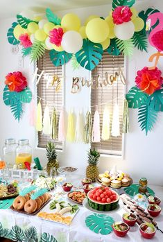 Tropical birthday party with Aloha Hawaiian theme - Aloha Hawaiian birthday party production and decoration - Hawaiian Birthday, Luau Birthday, Birthday Boys, Happy Birthday, Moana Birthday Party Ideas, Cake Birthday, Luau Theme Party, Hawaiian Luau Party, Hawaii Party Food