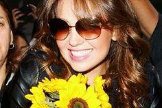 Round Sunglasses, Sunglasses Women, Thalia, Celebrities, Queen, Photos, Accessories, Fashion, Moda