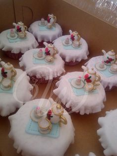 Cupcakes with edible teapot, cupcake and teacup toppers