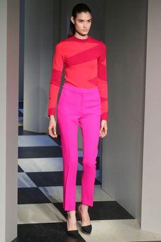 Oscar de la Renta, el rojo y rosa esta muy en tendencia chicas! Red and pink are very trendy girls! <3