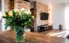 drewno w salonie loftowym Living Room, Interior, Plants, Blue Prints, Indoor, Home Living Room, Drawing Room, Interiors, Plant