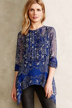 River Paisley Tunic note that black trim on bodice and cuff is actually black entredeux; back neck is keyhole buttoned Tunic Blouse, Tunic Tops, Bluse Outfit, Anthropologie Clothing, Fashion Plates, Clothing Patterns, Sewing Patterns, Fashion Details, Blouses For Women