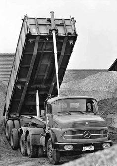 Mercedes Benz Truck                                                                                                                                                      Mehr