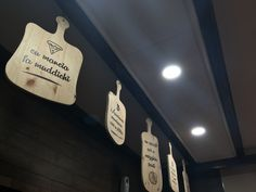 Arredare con stile e creativitâ ,  decoro mediante tavole in legno sagomate e stampate ideale per ristoranti e pizzerie