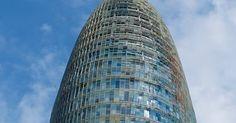 Una de las mayores curiosidades arquitectónicas de las que podemos presumir en España es sin duda la torre de Agbar de Barcelona, el singula...