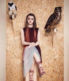 U say the photographer ran a fowl here? Arya don't give a hoot.