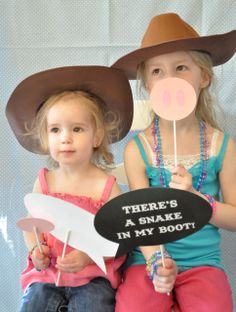 Photo idea for toy story party DIY