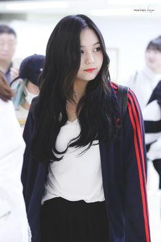 South Korean Girls, Korean Girl Groups, Cute Girls, Cool Girl, Kim Ye Won, Cloud Dancer, G Friend, Airport Style, Airport Fashion