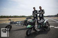 Fab et Lucio du MXS Racing Team posent avec leurs protos MXS Racing
