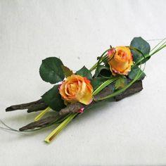 Discover our floral arrangements of artificial roses.- Découvrez nos compositions florales de roses artificielles. Celle-ci est compos… Discover our floral arrangements of roses … -