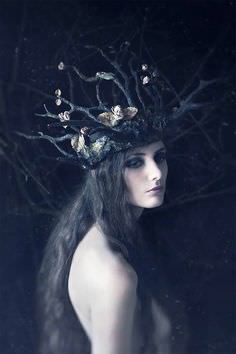 Crown for a wild queen(Photography by Daria Endresen Sculpted Headdress: Candice Angélini Model: Lizzie St Septembre) Dark Fantasy, Foto Fantasy, Elves Fantasy, Fantasy Fairies, Fantasy Story, Wicca, Foto Art, Photography Women, Fashion Photography
