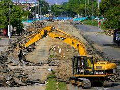 cali| Viernes, Junio 1, 2012   Sol y Sombra. Obras de repavimentación de autopista sur entre cra 27 y 39 avanzan a pico, pala y retroexcavadora. Foto Julio Sánchez.