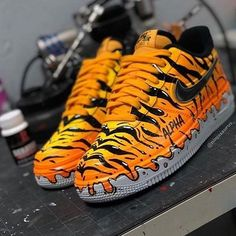 🐯 Tiger Forces 🐯  👉 for more sneaker art! 👉 for more sneaker art! 👉 for more sneaker art! Sneaker Plug, Sneaker Art, Custom Sneakers, Custom Shoes, Custom Af1, Nike Custom, Sneakers N Stuff, Sneakers Nike, Air Mag