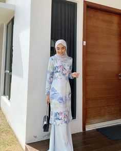 Dress Brukat, Hijab Dress Party, Eid Outfits, Fashion Outfits, Women's Fashion, Korean Outfit Street Styles, Muslimah Wedding Dress, Hijab Fashion Inspiration, Muslim Fashion