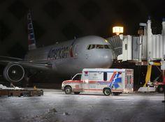 Flugzeug verliert plötzlich an Höhe. Sieben Menschen verletzt.
