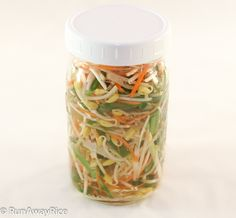 16 Deliciously Healthy Ways to Eat More Bean Sprouts: Pickled Bean Sprouts with Carrots, Scallion, Chives. Pickled Vegetables Recipe, Pickling Vegetables, Freezing Vegetables, Veggies, Mushroom Recipes, Vegetable Recipes, Bean Sprout Recipes, Braised Pork