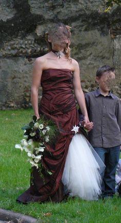 robe de mariée chocolat avec reflet de deux teintes selon l'angle de vue et la lumière