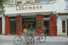 DDR. RostockWarnemünde, Mühlenstrasse 22. Fleischereigeschäft Lührmann, Foto Gerd Danigel, 1985