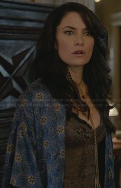 Wendy's blue kimono robe on Witches of East End Hermit The Frog, Blue Kimono, Floral Kimono, Cheryl Blossom Riverdale, Madchen Amick, Witches Of East End, Beauty Crush, Season Of The Witch, Floral Cardigan