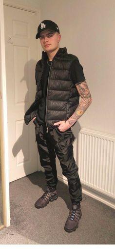 Mens Down Jacket, Down Vest, Black Leather Bomber Jacket, Nike Tn, Mens Fashion, Fashion Coat, Hot Boys, Windbreaker, Winter Jackets