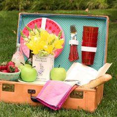 Turn An Old Suitcase Into a Picnic Basket. Perfect for my recent garage sale find!