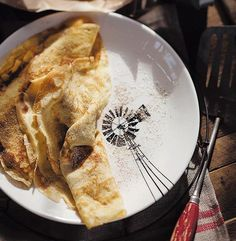 Serves Basic pancakes 6 eggs 2 egg yolks 60 ml castor sugar 125 g butter, melted 1 l milk 450 g c) flour oil for frying mix 125 ml sugar and 30 ml tbsp) cinnamon for the … South African Recipes, Ethnic Recipes, Peppermint Crisp, English Food, Sweet Treats, Food And Drink, Dessert Recipes, Favorite Recipes, Snacks