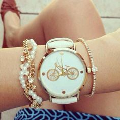 Accessorize your wrist with some cute bracelets and make a candy arm! Every girl would love to wear something stylish like those watches Elegant Watches, Stylish Watches, Luxury Watches For Men, Beautiful Watches, Luxury Watch Brands, Cute Bracelets, Fashion Watches, Gold Watch, Bracelet Watch