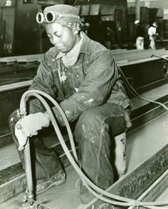 By the beginning of 1940 women had started working and, wore overalls and a cap.