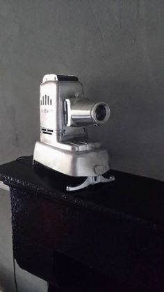 Projecteur photo ancien #photo #photographie #vintage #projector #60s Polaroid, Decoration, Vintage Photos, Antique Pictures, Decor, Decorating, Decorations, Dekoration, Polaroid Cameras