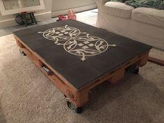 Super leuk idee voor een pakkettafel, een Castelo tegel patroon past er precies op.... Table, Furniture, Home Decor, Decoration Home, Room Decor, Tables, Home Furnishings, Home Interior Design, Desk
