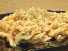 Spirale cu sos de roşii şi piept de pui Macaroni And Cheese, Healthy Eating, Pizza, Cooking, Ethnic Recipes, Food, Ads, Salads, Eating Healthy
