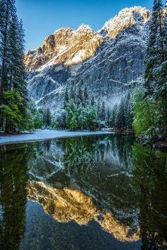Merced River in Yosemite National Park, Yosemite National Park in the Sierra…