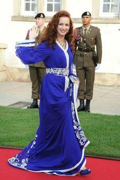Princess Lalla Salma of Morocco Go Fug Yourself Morrocan Dress, Moroccan Caftan, Oriental Dress, Oriental Fashion, Caftan Gallery, Estilo Real, Royal Fashion, Traditional Outfits, Evening Dresses