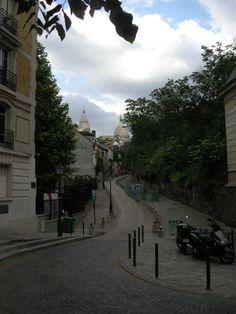 Winding back street leading to the Sacre Coeur in Montmarte, Paris
