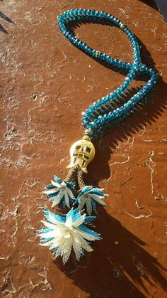 This Pin was discovered by Den Needle Lace, Bobbin Lace, Prayer Beads, Lace Making, Bead Crochet, Needlepoint, Turquoise Necklace, Diy And Crafts, Pendant Necklace