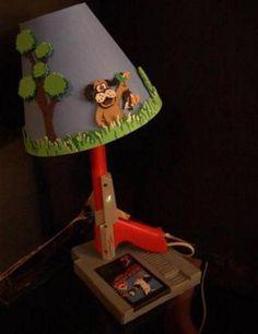No soy muy aficionada de los videojuegos, pero estas lámparas me han hecho querer convertirme en todo un geek. Ok, no tanto así, pero sí quiero unas cuantas en mi casa.