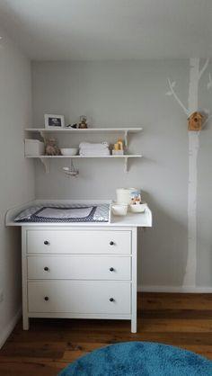 Table à langer Ikea Hemnes & Grandpa, DIY - kids room Baby Bedroom, Nursery Room, Boy Room, Girls Bedroom, Kids Room, Ikea Baby Nursery, Newborn Room, Ideas Habitaciones, Baby Co