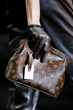 Order for replica handbag and replica Louis Vuitton shoes of most luxurious designers. Sellers of replica Louis Vuitton belts, replica Louis Vuitton bags, Store for replica Louis Vuitton hats. Stylish Men, Stylish Outfits, Kids Fashion, Womens Fashion, Fashion Bags, Runway Fashion, Fashion Trends, Louis Vuitton Handbags, Lv Handbags