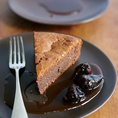 Figs add a nutty note to this chocolate dessert. Just be sure to cook the figs only until they've softened: Overcooking or intense boiling will render them tough instead of lush. Chocolate Torte, Love Chocolate, Chocolate Desserts, Dried Figs, Fresh Figs, Fig Recipes, Pastry Shop, Almond Cakes, Food Menu