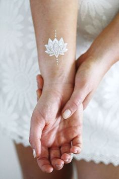 Silver and white lotus temporary tattoo / boho temporary tattoo / lotus tattoo / white tattoo / flash tattoo / festival tattoo – foot tattoos for women flowers Mini Tattoos, Elbow Tattoos, Finger Tattoos, Sleeve Tattoos, White Ink Tattoos, Tattoos Skull, Ankle Tattoos, Word Tattoos, Small Tattoos