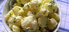 L'insalata di patate è conosciuta in Germania come kartoffelsalat e rappresenta un contorno fresco a sostanzioso ma anche un piatto unico saporito