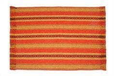 Kallawaya Carmín  1.30 x 1.40 mts (Chica) y 1.80 x 1.40 mts.(Grande)  64 % algodón, 21% poliéster, 15 % acrílico