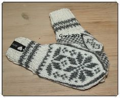 Hjerte GO`H Design: Selbuvotter til barn Fingerless Mittens, Knit Mittens, Wool Gloves, Mitten Gloves, Free Knitting, Knitting Patterns, Norwegian Knitting, Christmas Angel Ornaments, Mother Bears