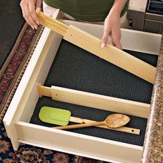 "Amazon.com: Axis Expandable Kitchen Drawer Divider, Set of 2: Home & Kitchen - up to 21"" deep"