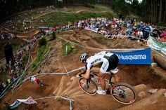 Nino Schurter descending on his #SCOTTScale 700 RC at the amphitheatre in Pietermaritzburg.