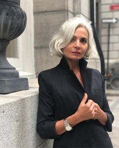 Grey hair don't care. Salt and pepper grey hair. Salt And Pepper Hair, Silver Grey Hair, Beautiful Old Woman, Drop Dead Gorgeous, Ageless Beauty, Aging Gracefully, Going Gray Gracefully, Great Hair, Look Fashion