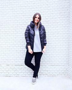Lara Lincoln usa look básico com puffy jacket