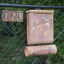 keramická schránka na dopisy - Hledat Googlem Floral Hoops, House Numbers, Mailbox, Garden Art, Diy Room Decor, Flower Pots, Clay, Ceramics, Outdoor Decor