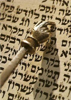 Torah study is the study by Jewish people of the Torah, Hebrew Bible, Talmud… Cultura Judaica, Arte Judaica, Jewish History, Jewish Art, Simchat Torah, Hebrew Words, Hebrew Bible, Learn Hebrew, World Religions